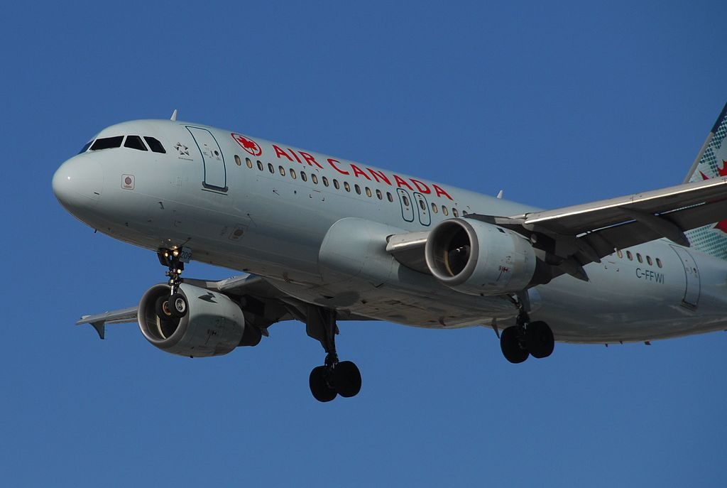 Airbus A320 200 Air Canada narrow body aircraft C FFWI on final at Toronto Pearson International Airport