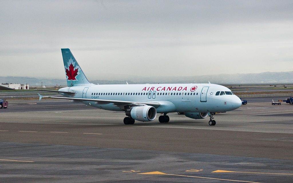 Airbus A320 200 aircraft of Air Canada C GJVT at San Francisco International Airport