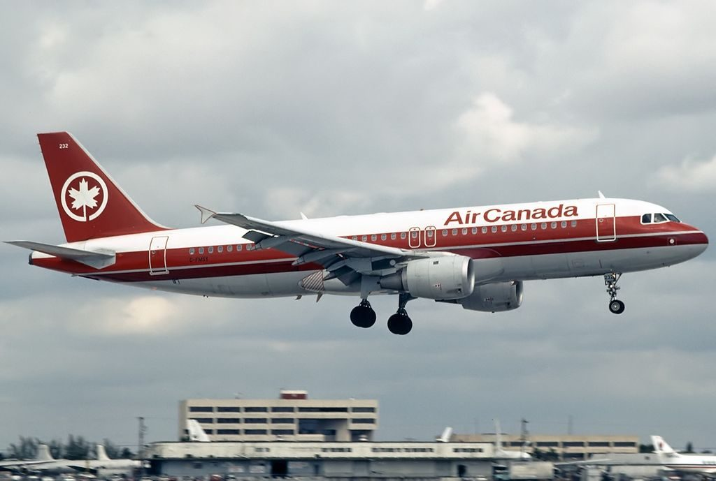 Airbus A320 200 of Air Canada C FMSX painted on old livery colors at Miami International Airport