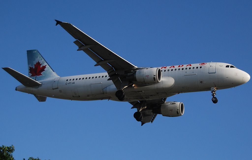 Airbus A320 200 of Air Canada C FTJQ on final at Los Angeles International Airport