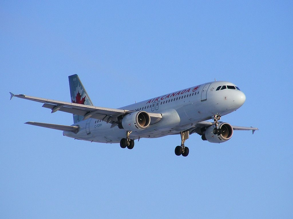 Airbus A320 211 Air Canada Aircraft Fleet C FDRH on final approach at Montréal Pierre Elliott Trudeau International Airport