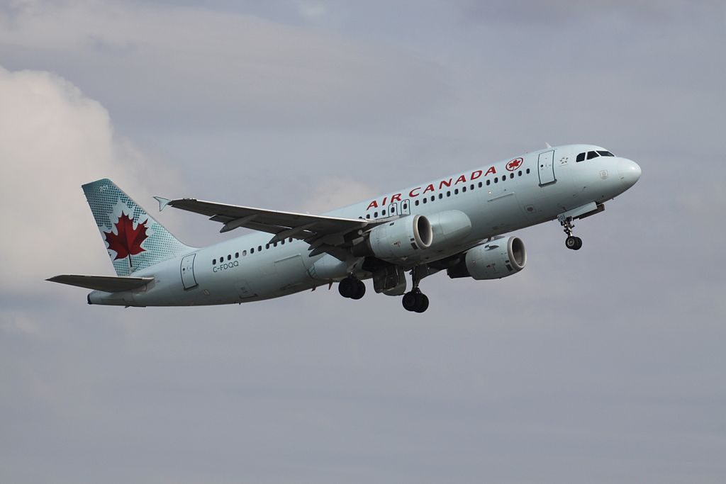 Airbus A320 211 cnserial number 059 Air Canada Fleet C FDQQ departing Toronto Pearson International