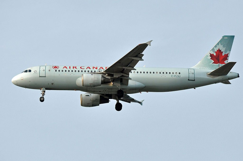 Airbus A320 211 cnserial number 309 Air Canada Aircraft Fleet C FLSU on final at YVR