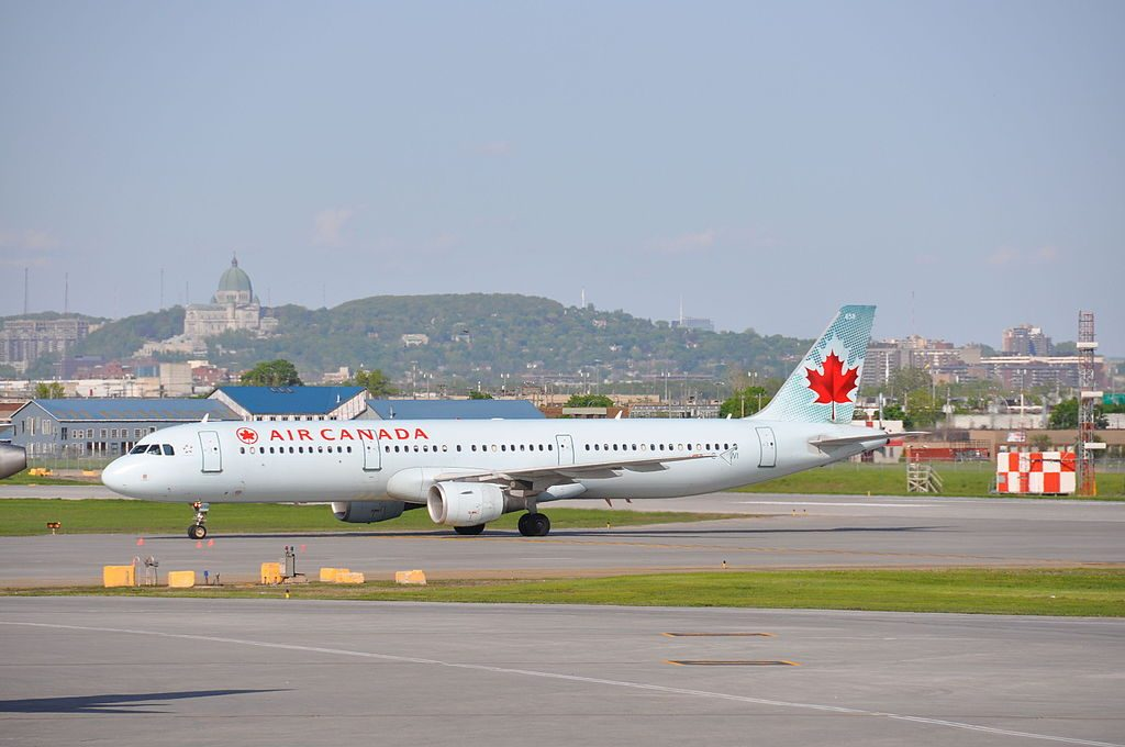 Airbus A321 211 cnserial number 1772 Air Canada C GJWI at Montréal Pierre Elliott Trudeau International Airport