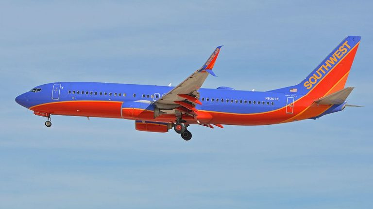 Boeing 737 8H4w N8307K Southwest Airlines arriving on flight SWA1950 from Columbus