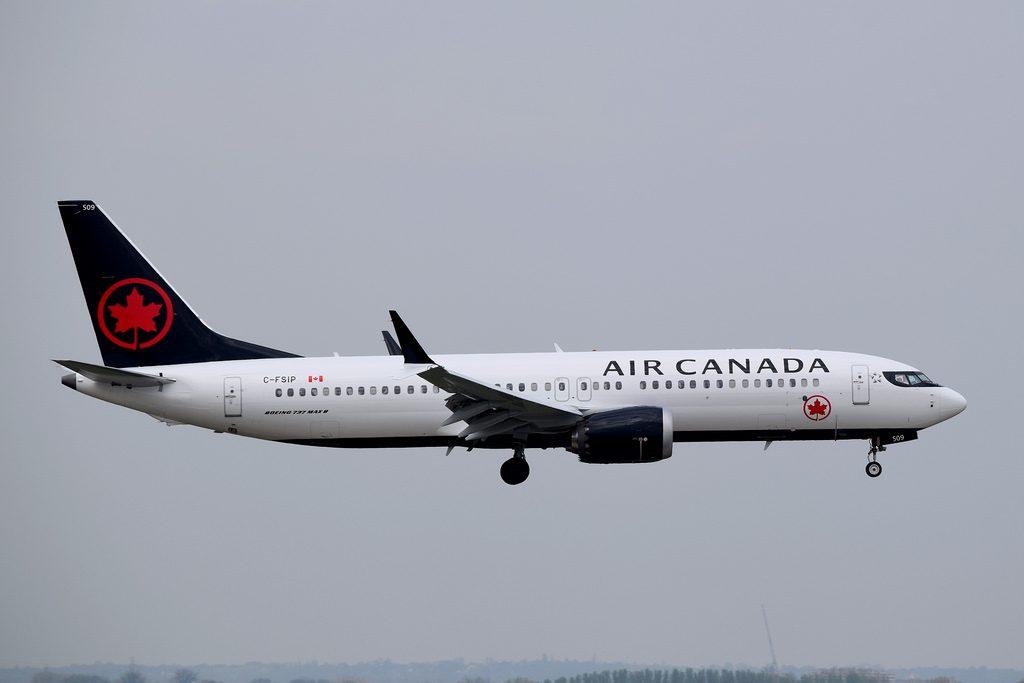Boeing 737 MAX 8 Air Canada C FSIP final approach at London Heathrow Airport