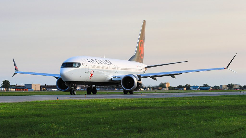 Boeing 737 MAX 8 Air Canada C FSJH taxiing at Montréal–Pierre Elliott Trudeau International Airport