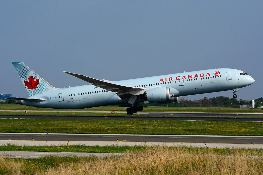 Boeing 787 9 Dreamliner Air Canada C FNOH takeoff at Toronto Lester B. Pearson Airport YYZ