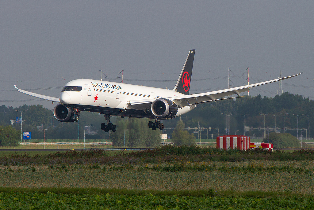 Boeing 787 9 Dreamliner Air Canada C FVNB Flaring over the treshold of rwy 18R Polderbaan at Amsterdam Airport Schiphol IATA AMS ICAO EHAM