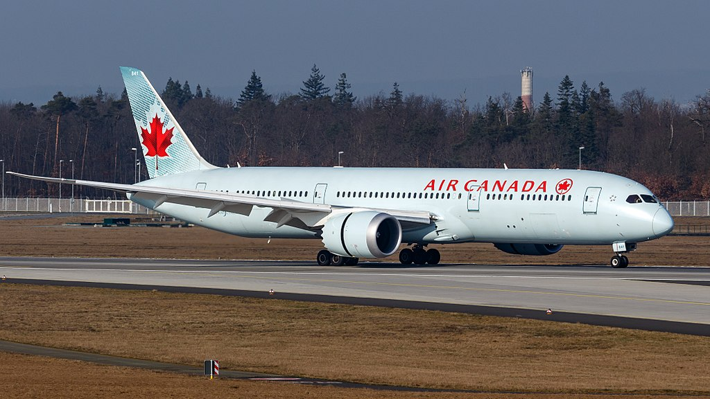 Boeing 787 9 Dreamliner C FPQB Air Canada Widebody Aircraft landing at Frankfurt Airport