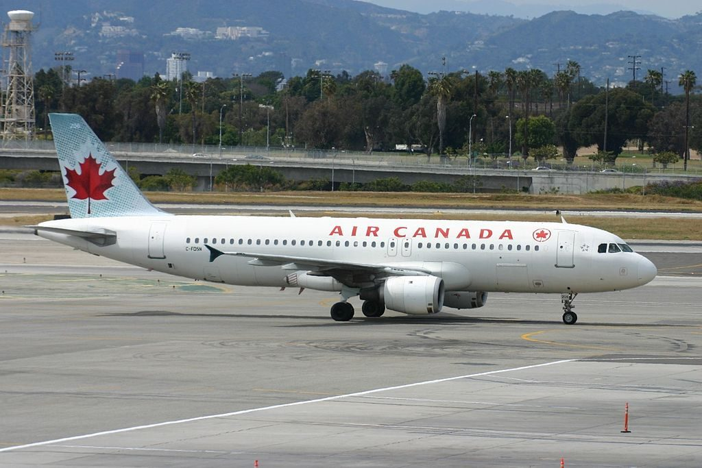 C FDSN Airbus A320 200 Air Canada Aircraft Fleet taxiing at Los Angeles International Airport LAX