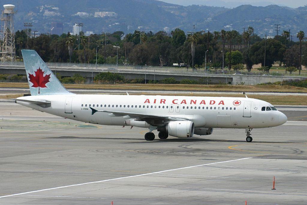 C FDSN Airbus A320 200 Air Canada Aircraft Fleet taxiing at Los Angeles International Airport LAX