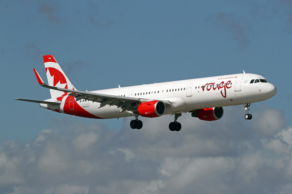 C FJOK Air Canada Rouge Airbus A321 211 on final approach at FLL Fort Lauderdale–Hollywood International Airport