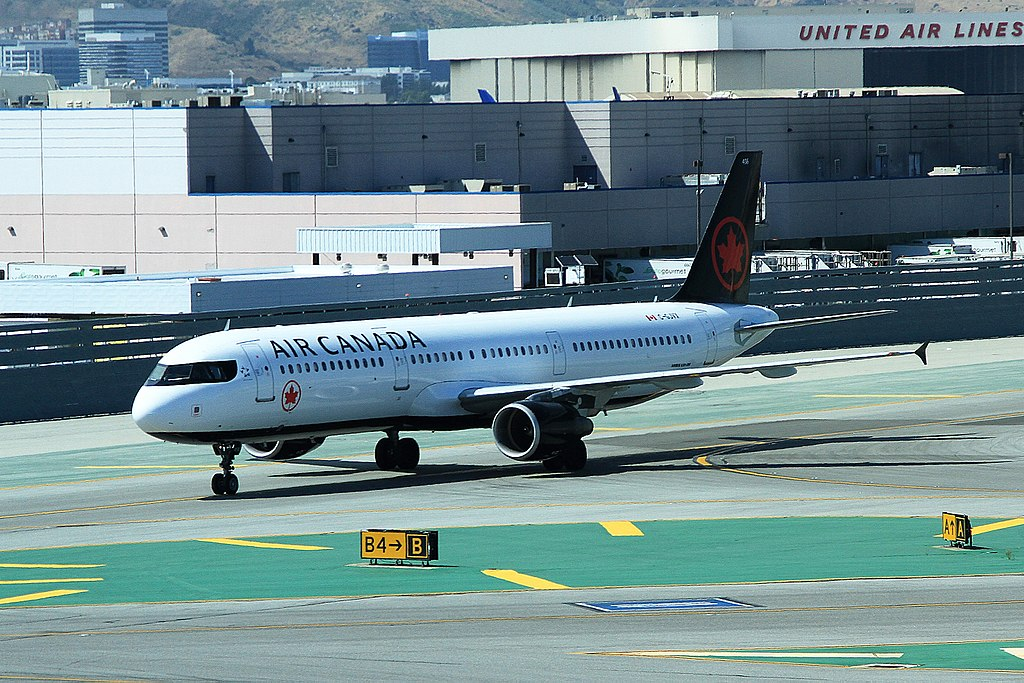 C GJVX Air Canada Airbus A321 200 at San Francisco International Airport