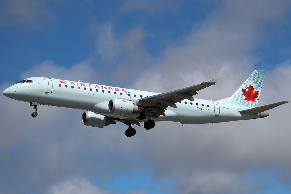 Embraer E190 Air Canada C FHNV YYZ Toronto ON Lester B. Pearson International Airport