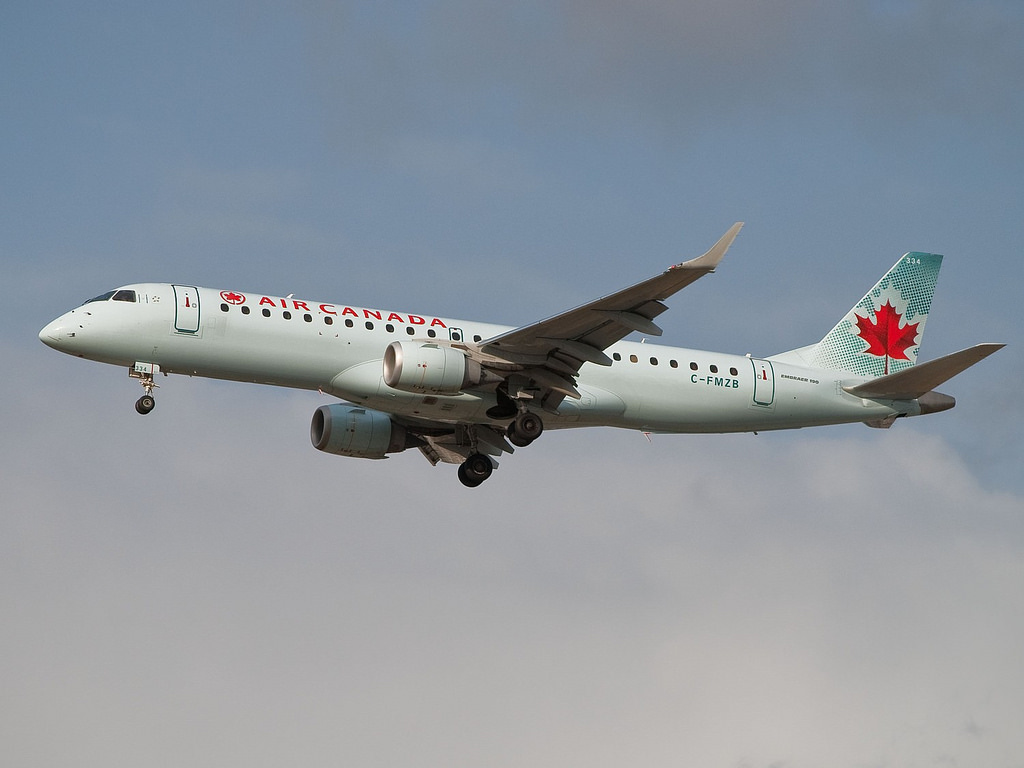 Embraer E190 Air Canada C FMZB Flight 581 from San Diego on the glidescope for 26 right at Vancouver