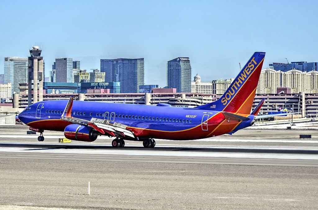 N8302F Southwest Airlines Boeing 737 8H4 landing at McCarran International Airport KLAS Las Vegas