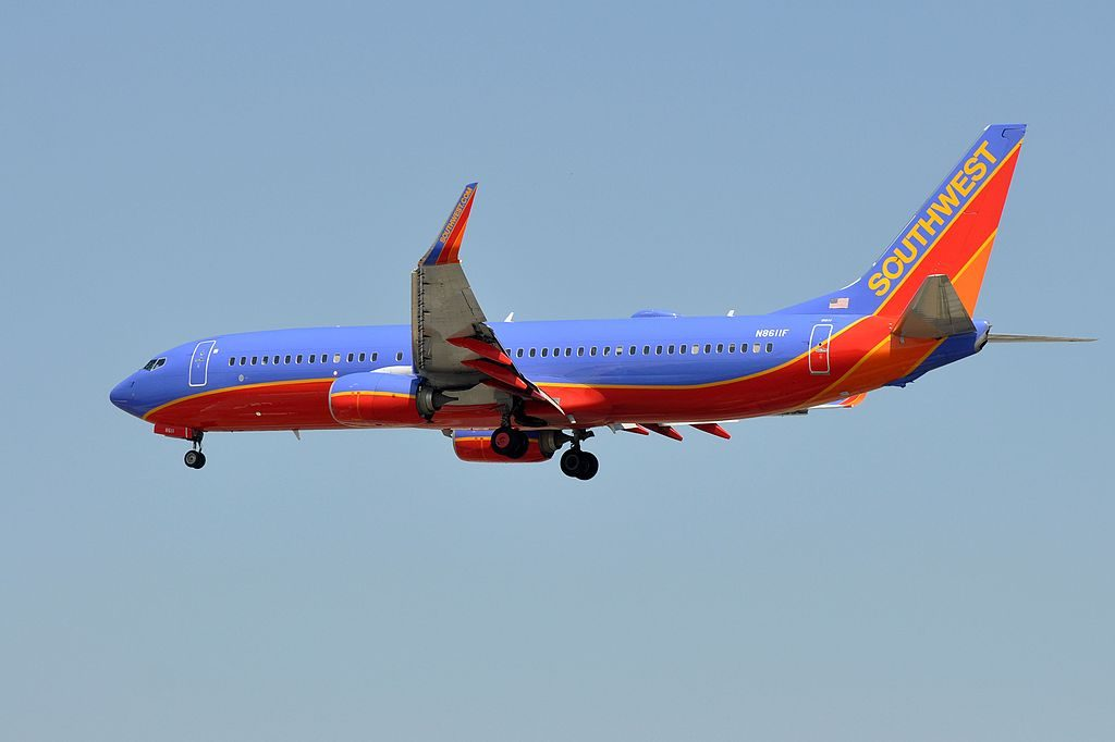 Southwest Airlines Boeing 737 8H4WL N8611F on final approach at LAX