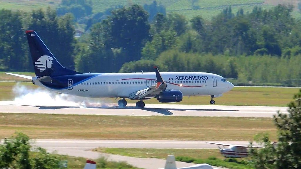 AeroMexico 737 800 N958AM with scimitars winglets touching down on runway 16 at Kelowna International Airport CYLW from Mexico City MMMX