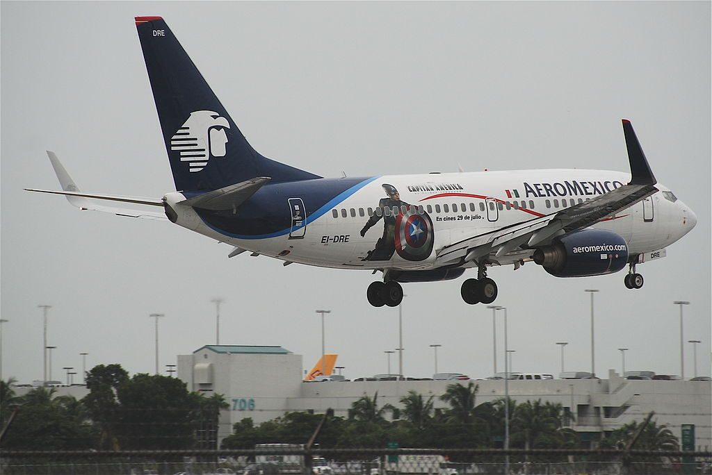 AeroMexico Boeing 737 700 EI DRE short final at MIA Miami International Airport