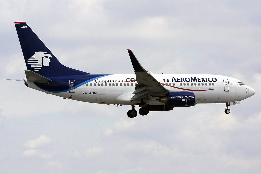 AeroMexico Boeing 737 752 XA AMG club premier livery colors on final approach at MIA Miami International Airport