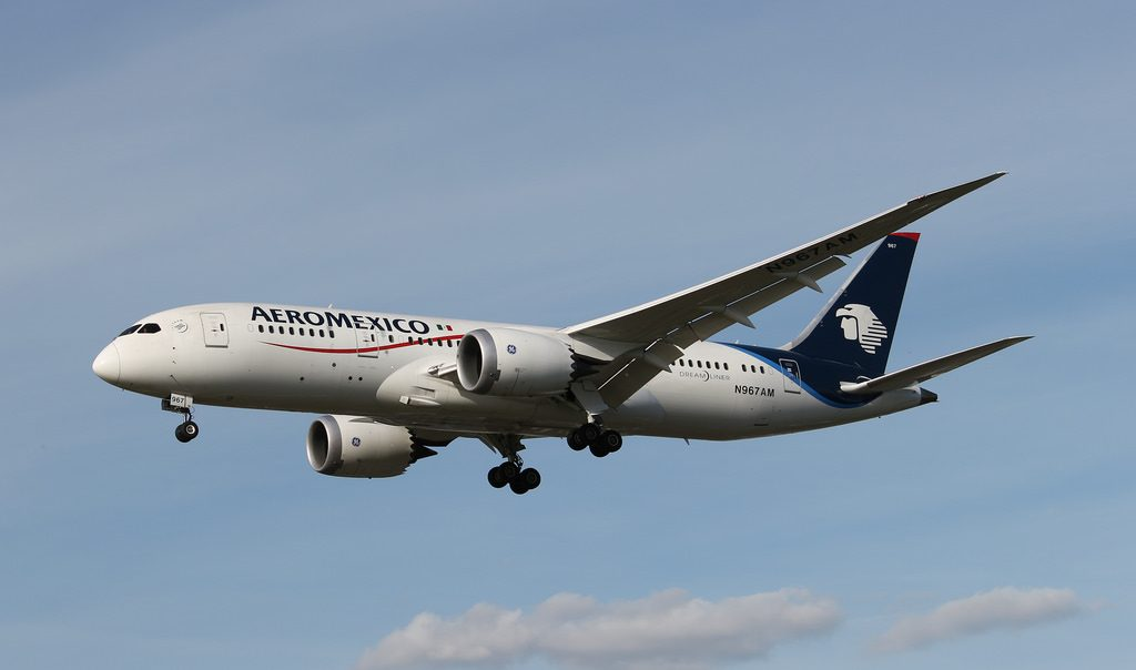 AeroMexico Boeing 787 8 Dreamliner N967AM on approach at Heathrow