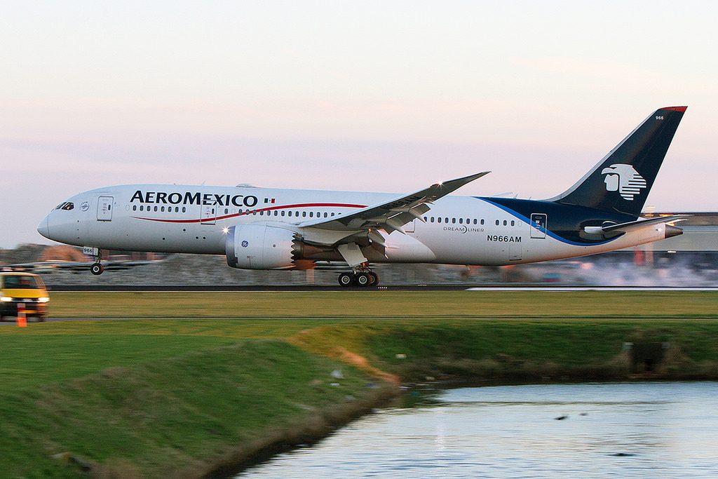 AeroMexico N966AM Boeing 787 8 Dreamliner at Amsterdam Schipol Airport