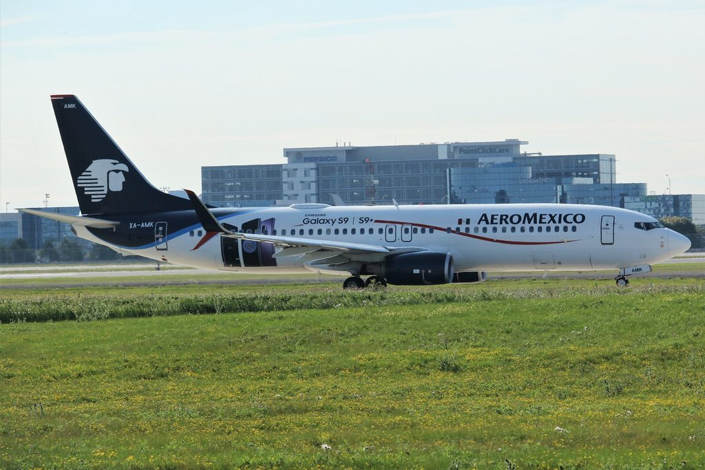AeroMexico XA AMK Boeing 737 852 Samsung S9 Livery Taxing to runway 06L Toronto Pearson departure flight to Mexico City MEX