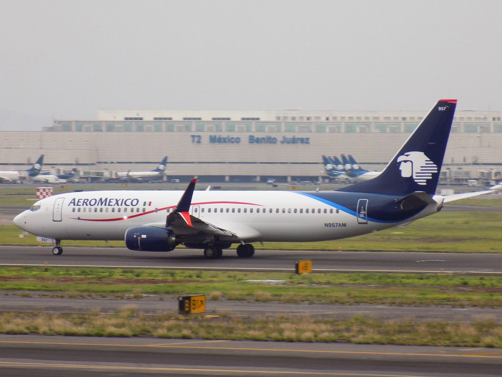 Aeroméxico Boeing 737 852 N957AM at Mexico Benito Juarez International Airport