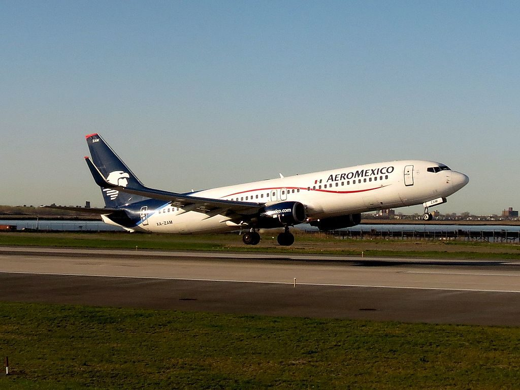 Aeromexico Boeing 737 800 XA ZAM departing John F. Kennedy International Airport