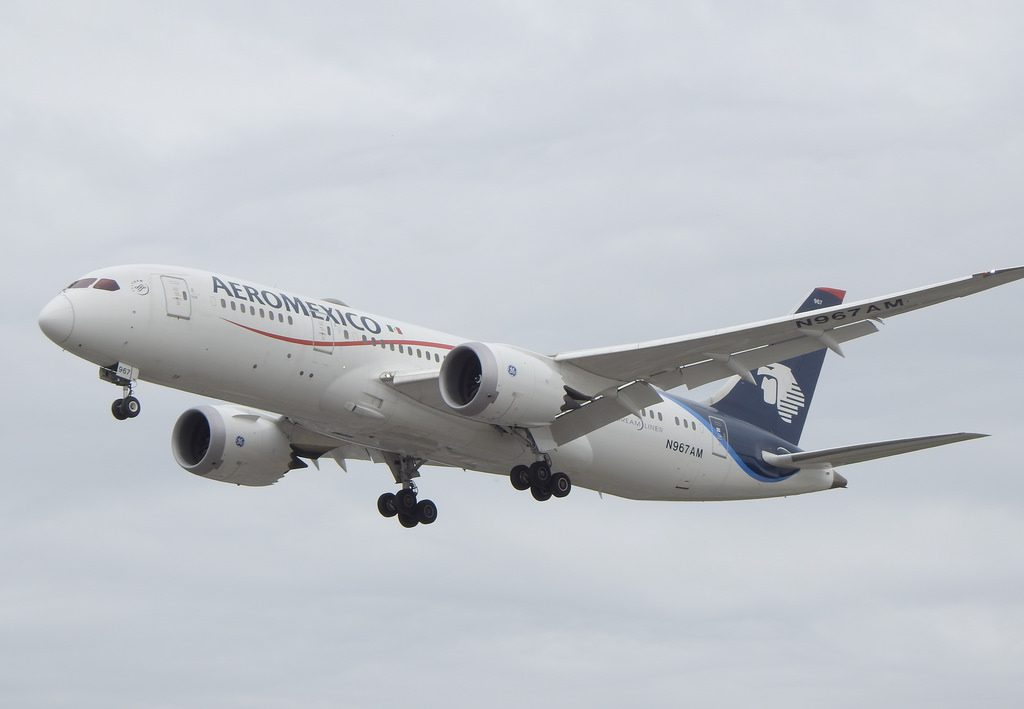 Aeromexico Boeing 787 8 Dreamliner N967AM on final approach at LHR Airport