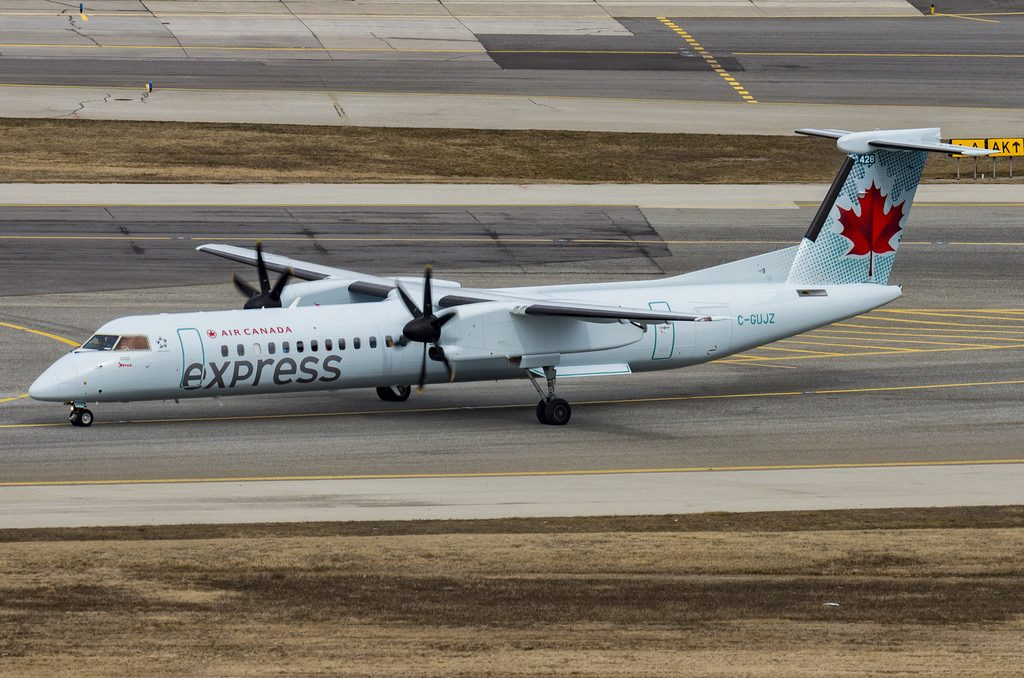 Air Canada Express C GUJZ Bombardier DHC 8Q 402 4516 by Jazz Air at Toronto Pearson International Airport