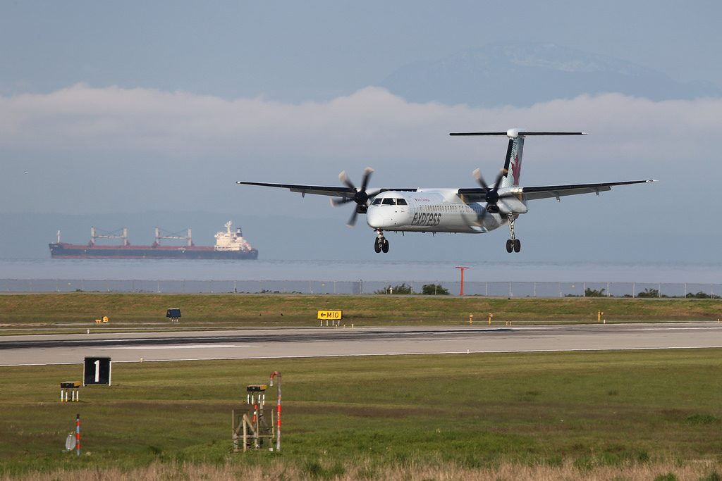 Air Canada Express Jazz C GJZY Bombardier Dash 8 Q400 landing at CYVR Airport