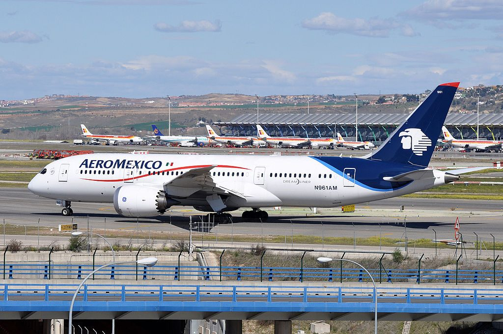 Boeing 787 8 Dreamliner of Aeroméxico N961AM at Madrid Barajas Airport