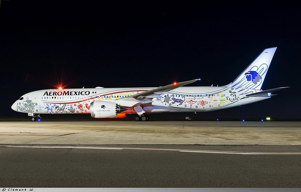 Boeing 787 9 Dreamliner Aeromexico Quetzalcoatl special livery XA ADL at Charles de Gaulle Airport