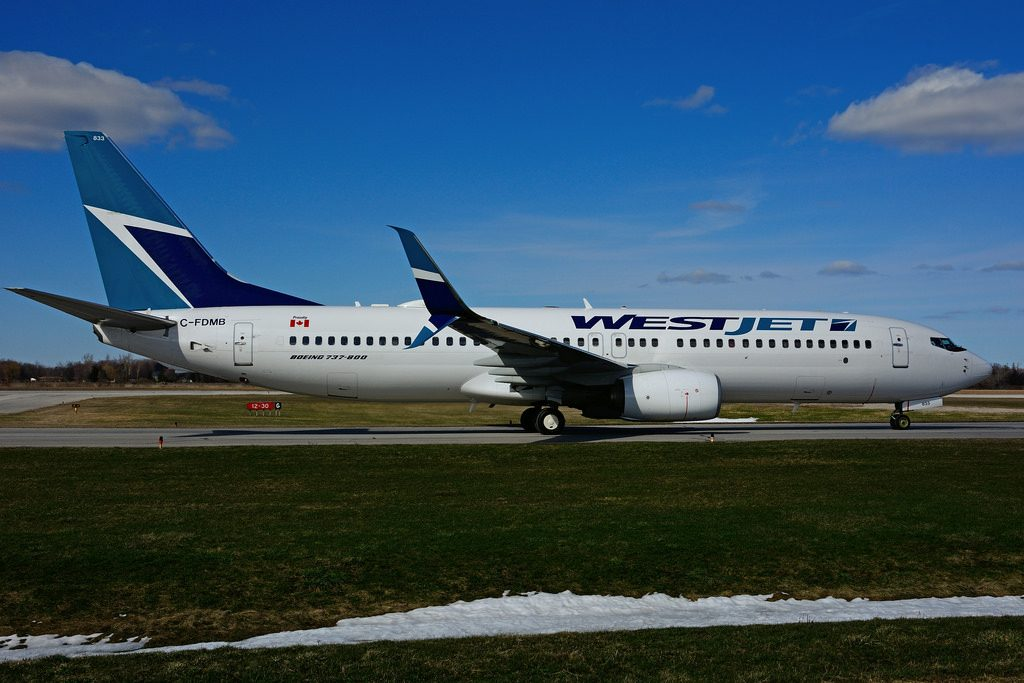 C FDMB Boeing B 737 8CTSW WestJet at Hamilton International Airport YHM