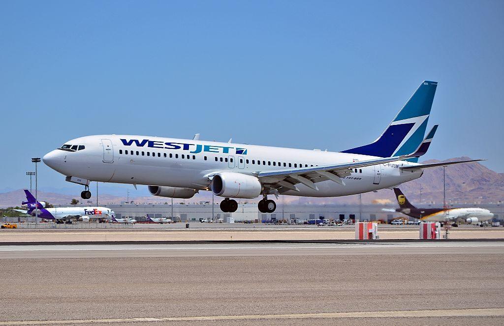 C FUSM Westjet 2013 Boeing 737 8CT cn 39081 ln 4702 McCarran International Airport KLAS Las Vegas