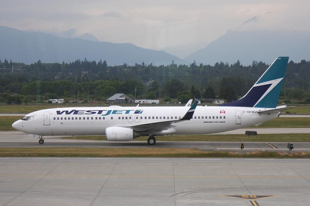 C GKWJ B737 8CTW Westjet at Vancouver International Airport YVR