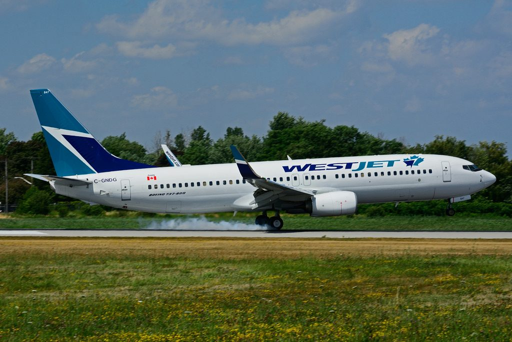 C GNDG Boeing B 737 8CT WestJet at Hamilton International Airport YHM
