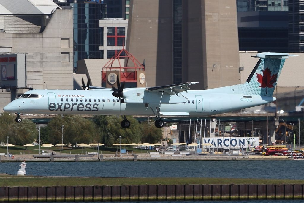 De Havilland Canada DHC 8 402Q Air Canada Express Jazz C FSRJ landing at Toronto Island Airport YTZ