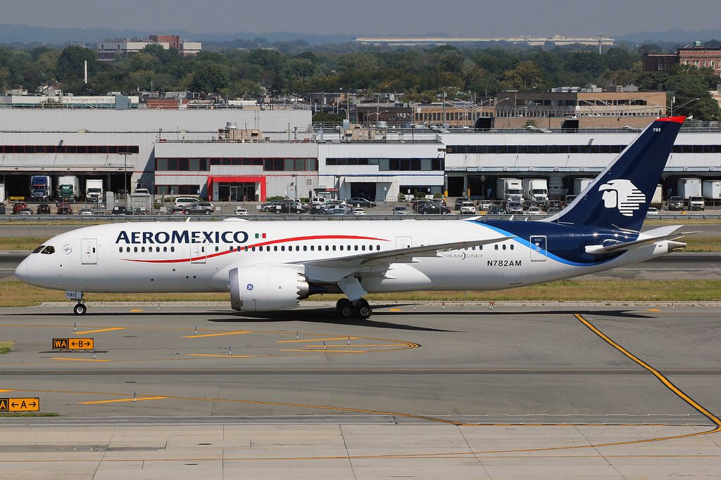 N782AM Aeroméxico Boeing 787 8 Dreamliner taxiing at New York JFK