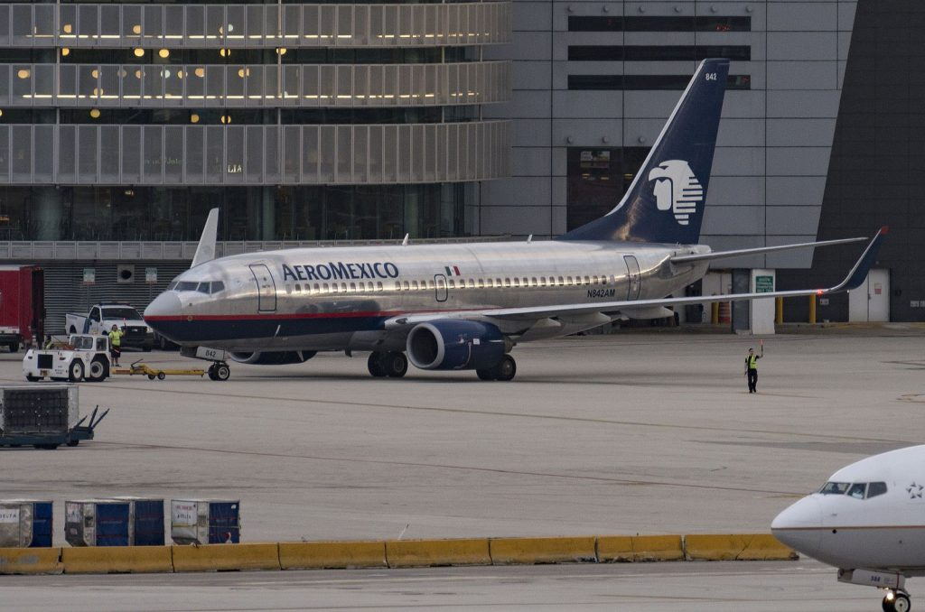 N842AM Aeromexico Boeing 737 700 Pushing back from the gate at Miami in AMXs old colours