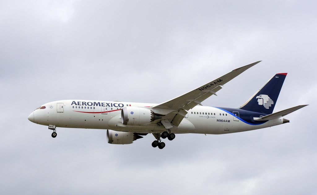 N964AM Aeromexico Boeing 787 8 Dreamliner on final approach at London Heathrow Airport