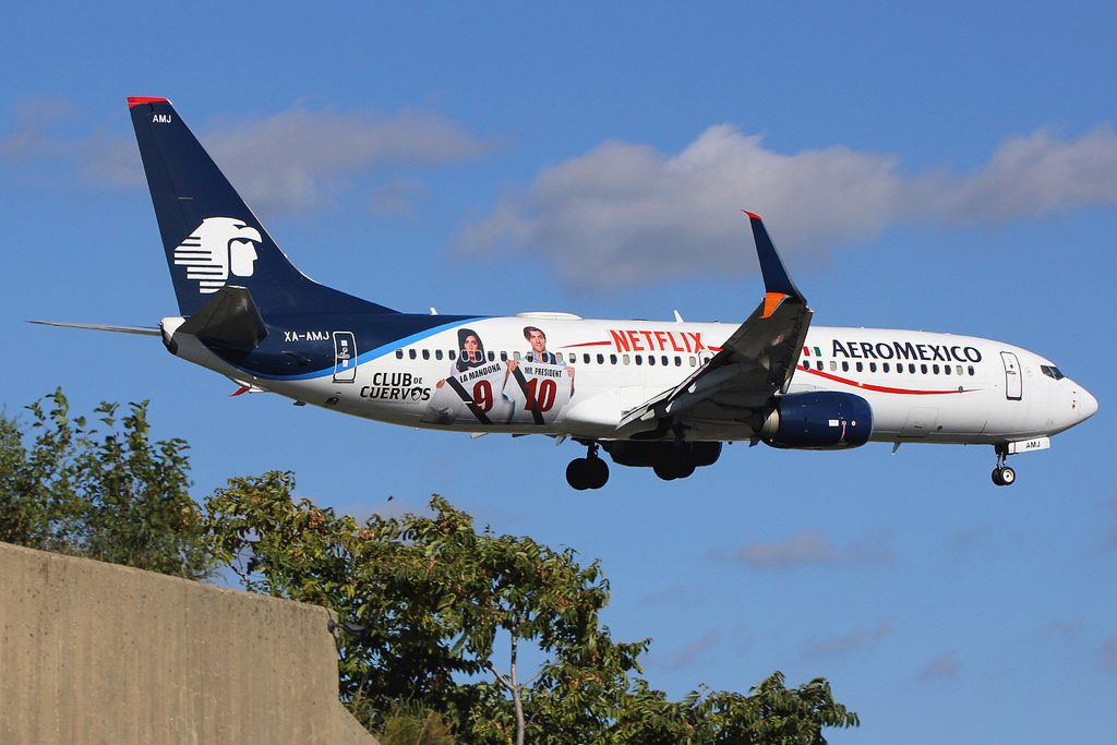 XA AMJ Boeing 737 852W AeroMexico special Netflix Club de Cuervos colours at New York JFK