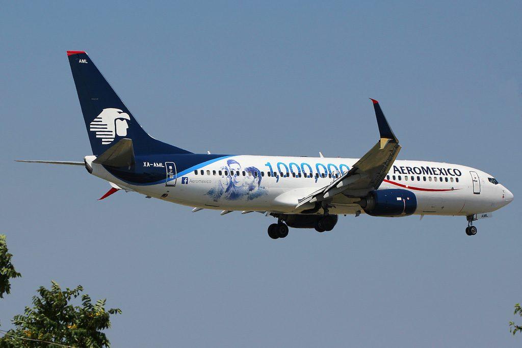 XA AML Boeing 737 852W AeroMexico 1000000 de fans facebook logo at JFK Airport