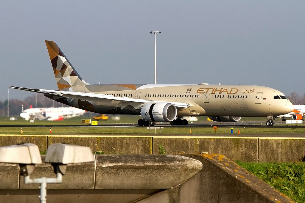 A6 BLH Boeing 787 9 Dreamliner Etihad Airways landing at Amsterdam Schiphol