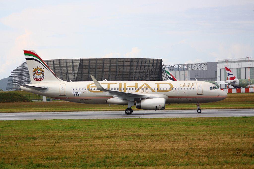 Airbus A320 200 Etihad Airways A6 EIY at Hamburg Airport