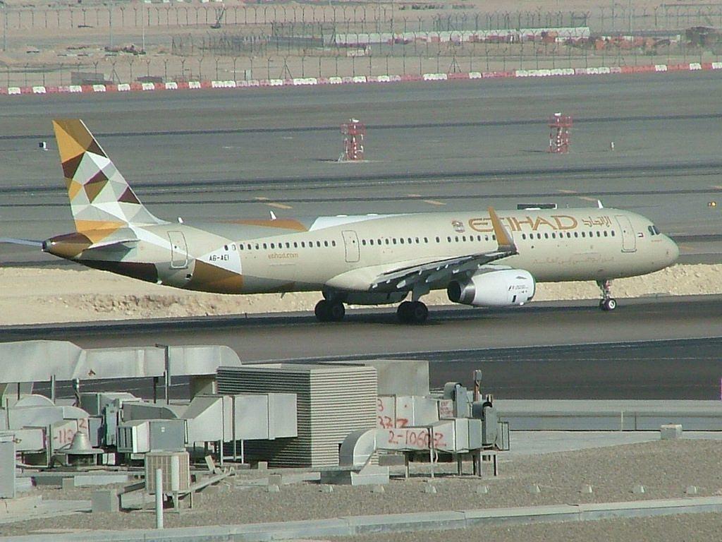 Airbus A321 200 A6 AEI Etihad Airways at Abu Dhabi International Aiport