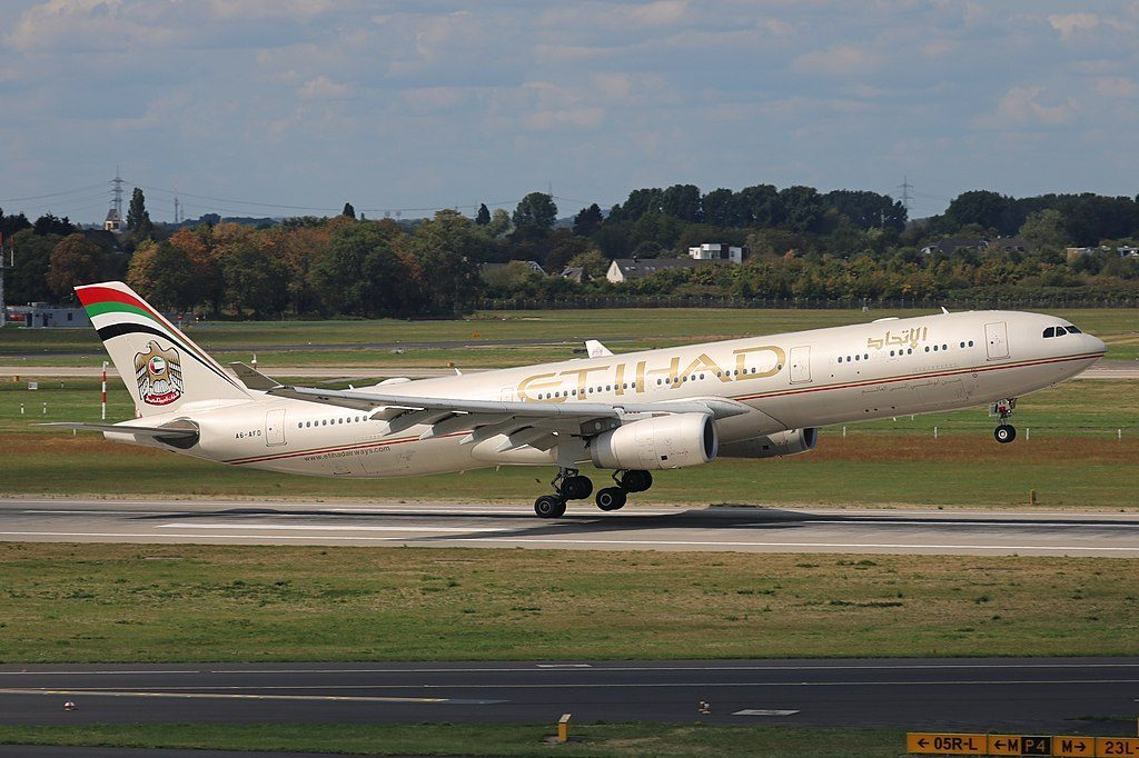 Airbus A330 300 Etihad Airways A6 AFD landing at Düsseldorf Airport