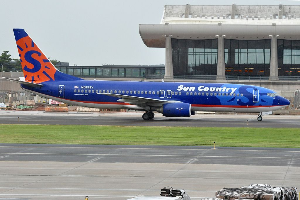 Boeing 737 800 of Sun Country Airlines N813SY at Washington Dulles International Airport